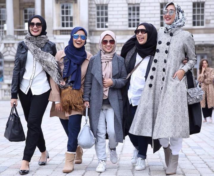 8 Desainer Muda Paling Tenar Di Bidang Fashion Muslim Indonesia Rencanamu