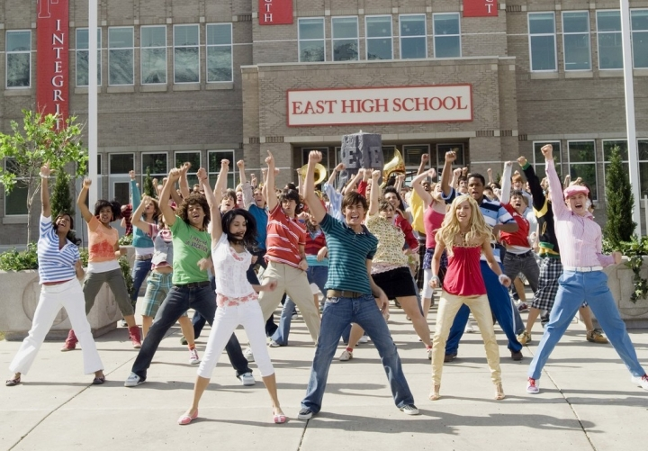 5 Aktivitas Seru Untuk Kamu Lakukan di Hari Pertama Masuk Sekolah