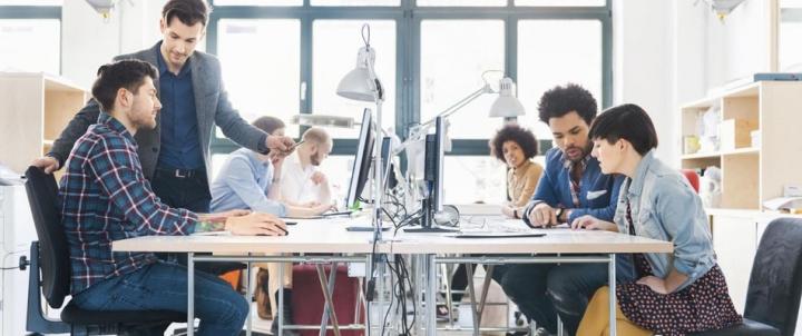 Berteman dan Bekerja Sama di Dunia Kerja, Pantangan dan Tips Sukses |  Rencanamu