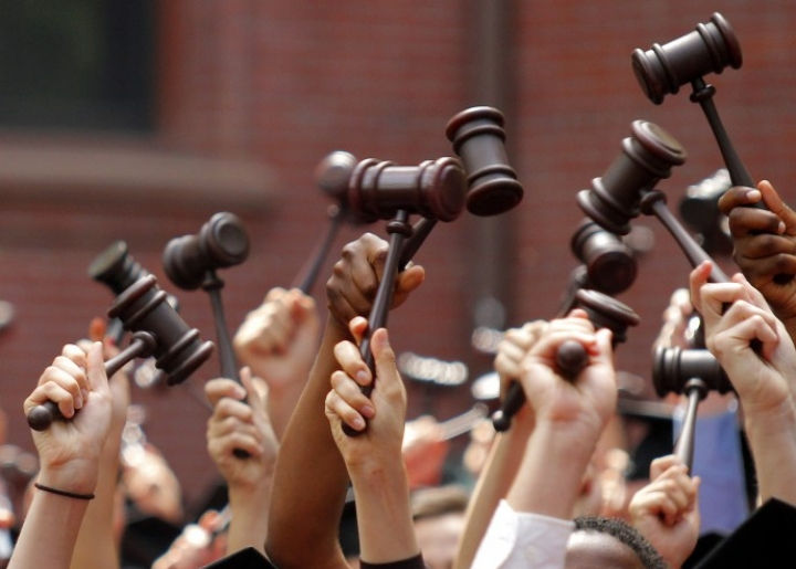 Daftar Perguruan Tinggi dengan Jurusan Ilmu Hukum Terbaik di Indonesia dan Luar Negeri