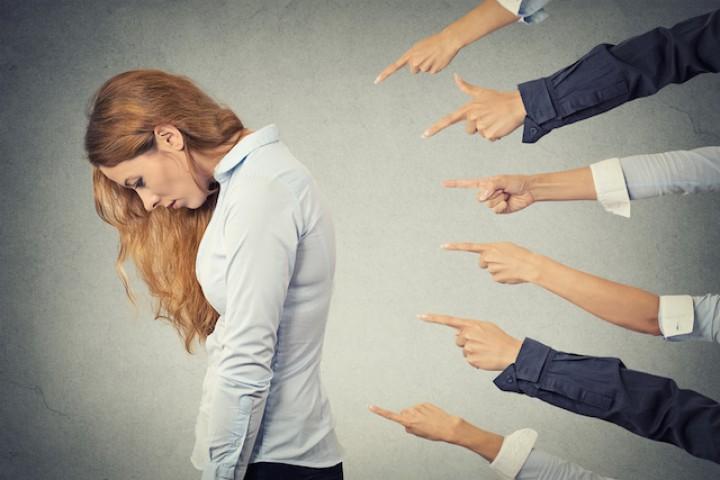 Bahaya Kebiasaan Men-Judge Orang Lain dengan Sembarangan Terhadap Diri Sendiri