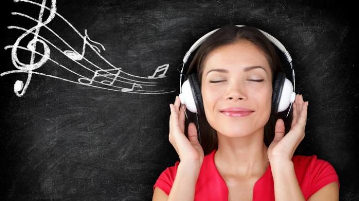 4 Manfaat Mendengarkan Lagu Bagi Kemampuan Otak