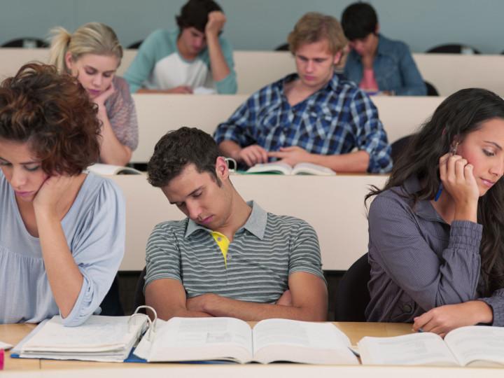 6 Hal yang sering Menandakan Kamu Jenuh Kuliah