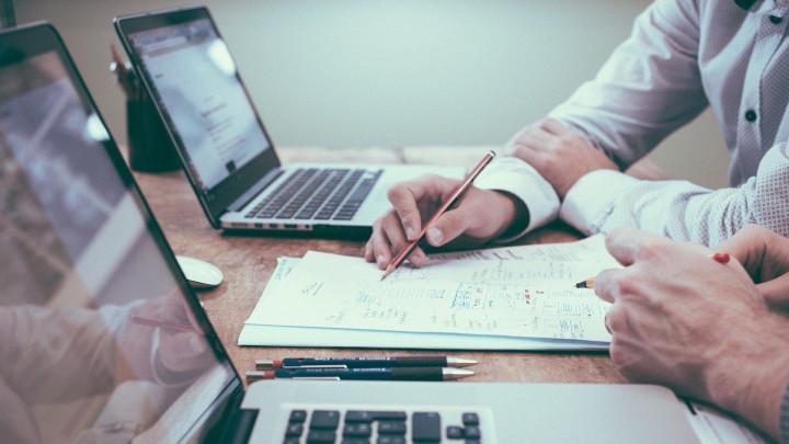 5 Manfaat Mengambil Pekerjaan yang Berbeda dengan Jurusan Saat Kuliah