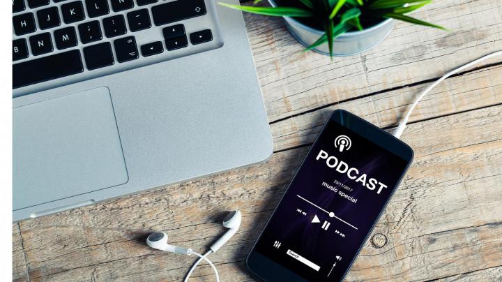 8 Podcast Tentang Pengembangan Diri yang Wajib Kamu Dengerin!