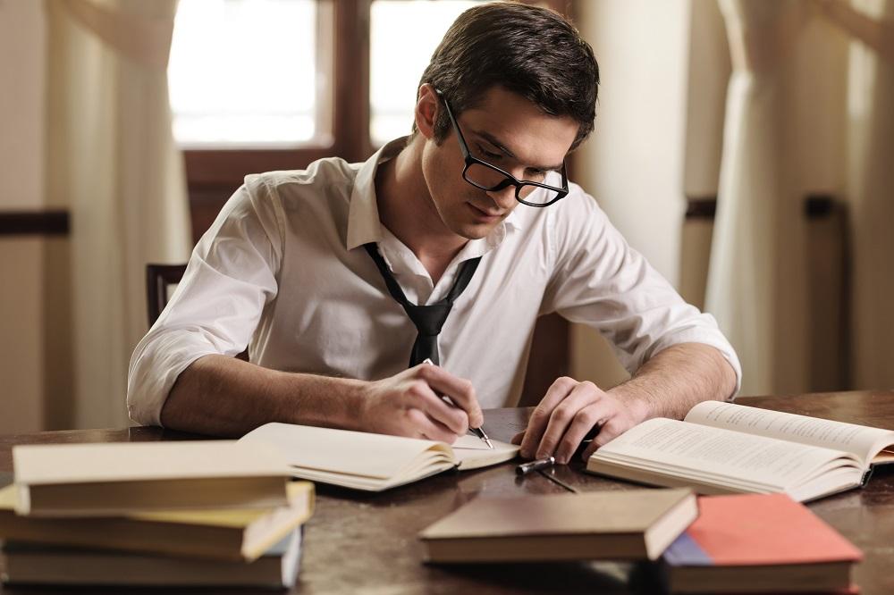 Membuat Konten Dengan Menyewa Penulis Provesional