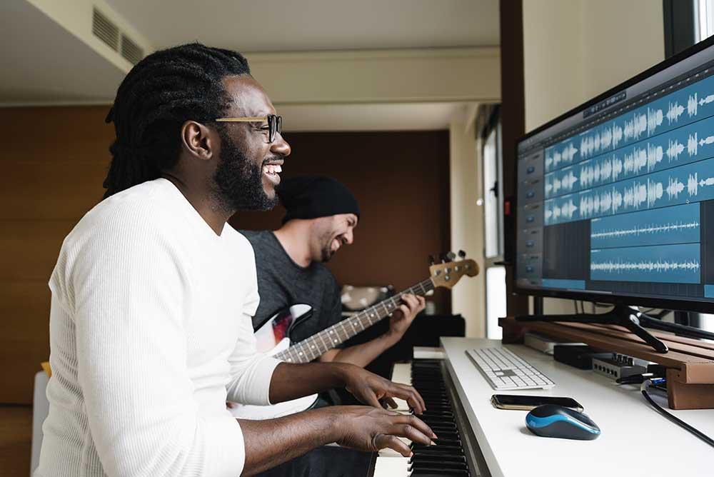 Musik Komposer dan Arrangeratau Pengarah Musik